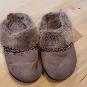 Isotoner Woman's Slippers